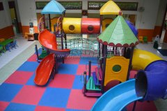 tk-alsyukro-area-bermain-indoor2.jpg