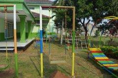 tk-alsyukro-area-bermain-outdoor.jpg