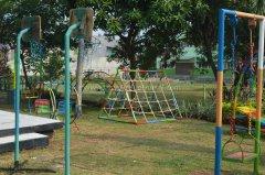 tk-alsyukro-area-bermain-outdoor2.jpg
