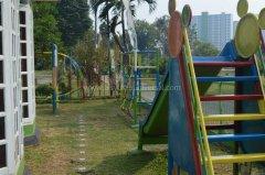 tk-alsyukro-area-bermain-outdoor3.jpg
